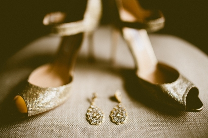 DeLille Cellars wedding in Woodinville | Jimmy Choo heels with earrings | Perfectly Posh Events | Seattle Wedding Planner | Andria Lindquist Photography
