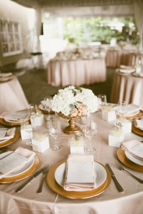 DeLille Cellars wedding in Woodinville |Blush and white floral centerpieces | Perfectly Posh Events | Seattle Wedding Planning | Andria Lindquist Photography | Butter & Bloom