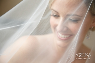 Laurel Creek Manor Wedding in Seattle | Bride getting ready photo with veil | Perfectly Posh Events, Seattle Wedding Planner | Azzura Photography