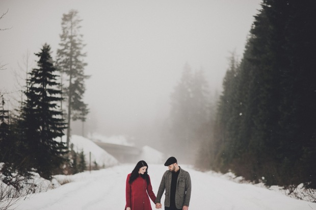 Pacific Northwest Engagement Shoot | PNW Winter engagement shoot with snow and trees | Seattle Wedding Planner, Perfectly Posh Events | Carina Skrobecki Photography