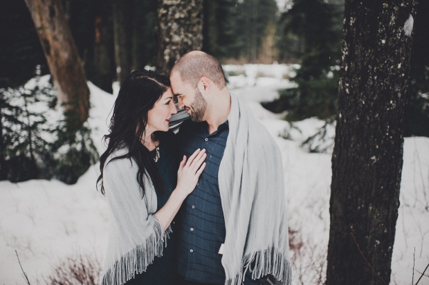 Pacific Northwest Engagement Shoot | Winter engagement shoot in PNW with blanket | Seattle Wedding Planner, Perfectly Posh Events | Carina Skrobecki Photography