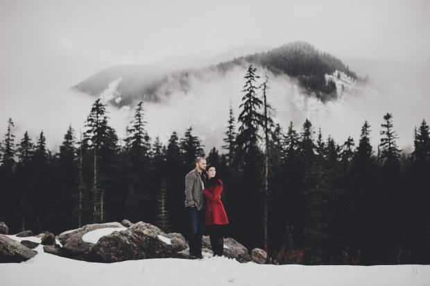 Pacific Northwest Engagement Shoot | PNW foggy mountain with snow engagement shoot | eattle Wedding Planner, Perfectly Posh Events | Carina Skrobecki Photography