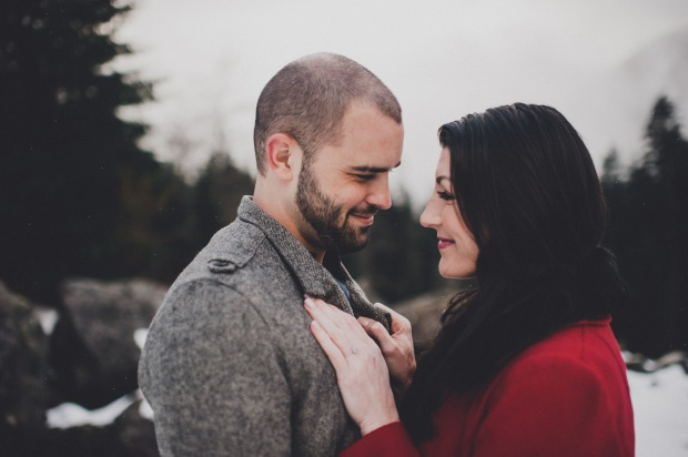 Pacific Northwest Engagement Shoot | PNW Winter mountain engagement shoot | Seattle Wedding Planner, Perfectly Posh Events | Carina Skrobecki Photography