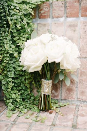 Seattle Wedding Planner | Perfectly Posh Events | White rose bouquet | Blue Rose Photography