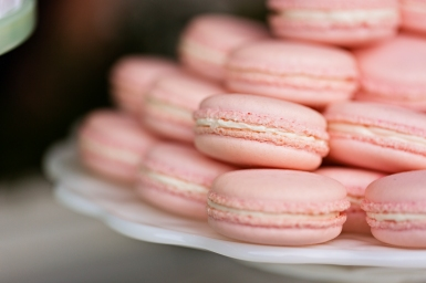 Robinswood House Wedding in Bellevue   Pink macarons for dessert bar option   Perfectly Posh Events, Seattle Wedding Planner   Courtney Bowlden Photography   Midori Bakery   Pink macarons at wedding