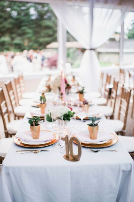 Glen Acres Golf Club | Seattle | Seattle Wedding Planner | Perfectly Posh Events | Barrie Anne Photography | Gold table setting with pink candles, succulents and gold chargers