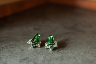 Salish Lodge Wedding in Seattle | Heirloom emerald earrings for bride's beauty | Perfectly Posh Events | Amy Galbraith Photography