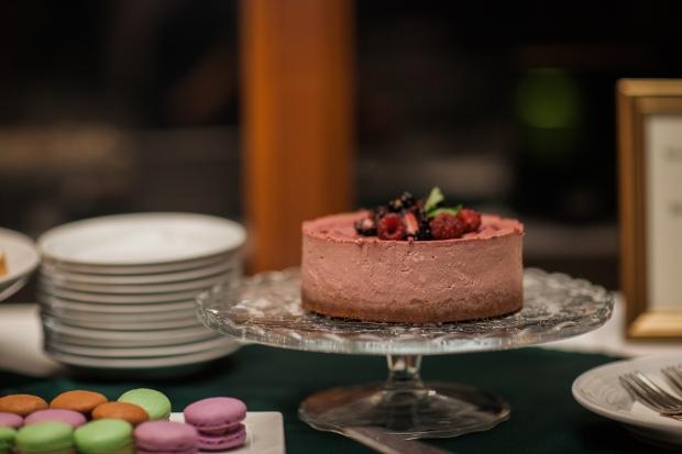 Salish Lodge Wedding in Seattle   Wedding cake alternative, berry cheesecake   Perfectly Posh Events   Amy Galbraith Photography   Salish Lodge