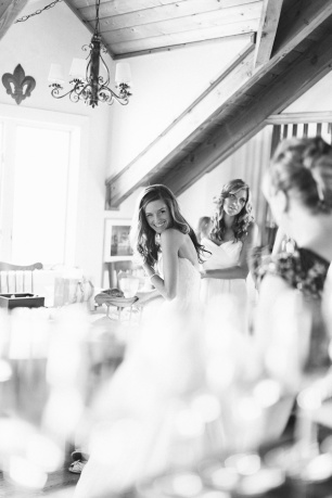 DeLille Cellars wedding in Woodinville | Bride getting ready at DeLille Cellars | Perfectly Posh Events | Lucid Captures Photography