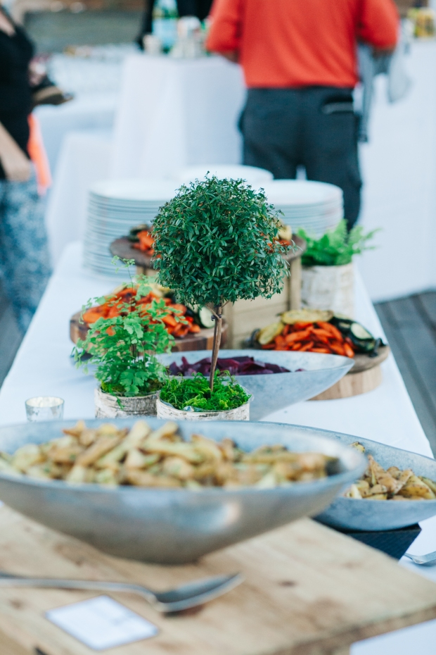 Choosing the Right Dinner Service | Buffet Style Examples | Perfectly Posh Events | Kathryn Moran Photography | Ravishing Radish