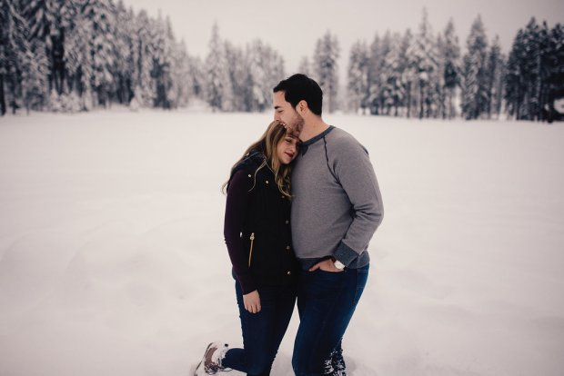 PNW Winter Engagement Shoots | Winter engagement shoot in snow | Perfectly Posh Events | Roland Hale Photography