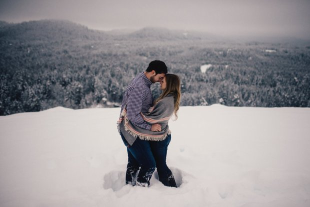 PNW Winter Engagement Shoots | Winter mountain engagement shoot with wool blanket prop | Perfectly Posh Events | Roland Hale Photography